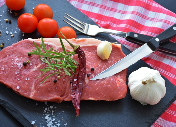 盛り付けられた肉